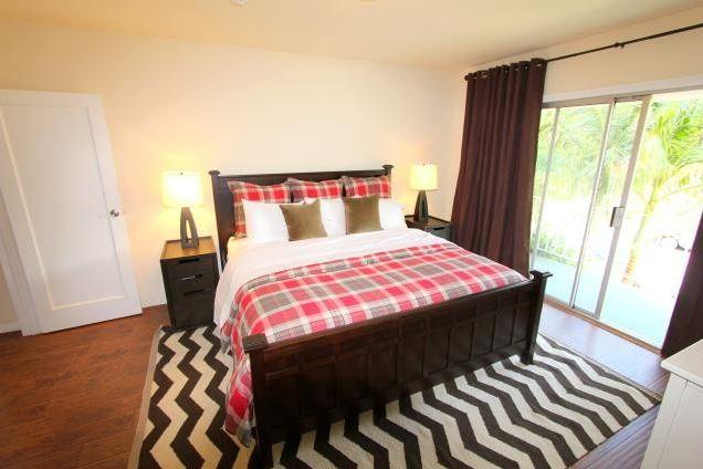 West Hollywood 1 bedroom with PRIVATE POOL (4491) - Image 1 - Los Angeles - rentals