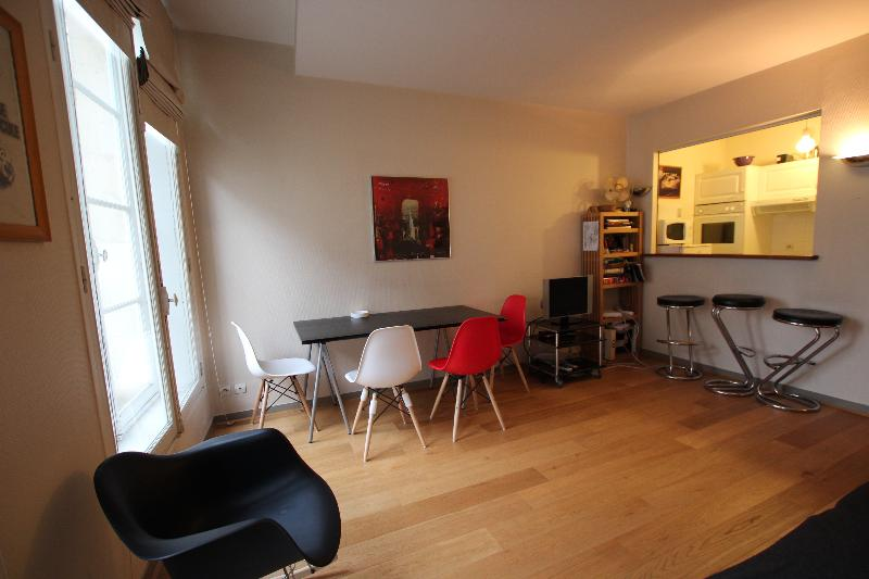 Louvre - Saint Honore Spacious Apartment Rental - Image 1 - 1st Arrondissement Louvre - rentals