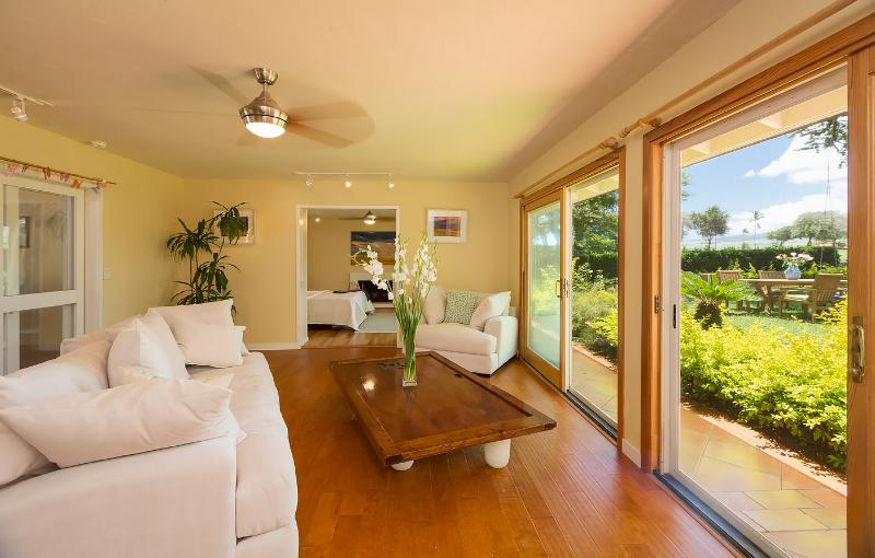 Plantation Home in Spreckelsville - Living Room 2 with view to golf course in backyard - Maui Plantation Beach Home, Spreckelsville - Paia - rentals