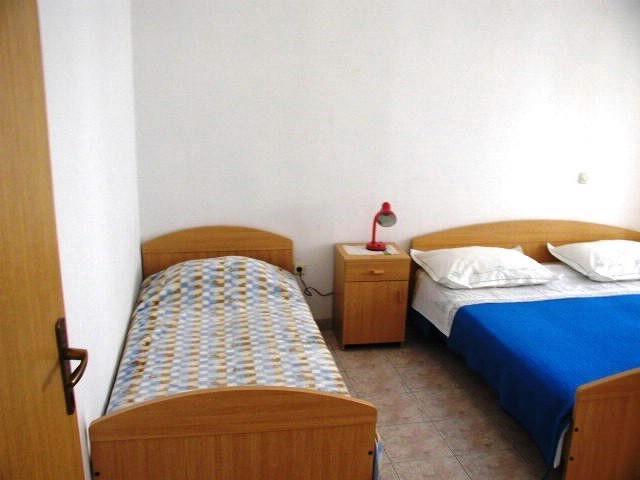 Apartments Ivo - 43521-A1 - Image 1 - Gdinj - rentals