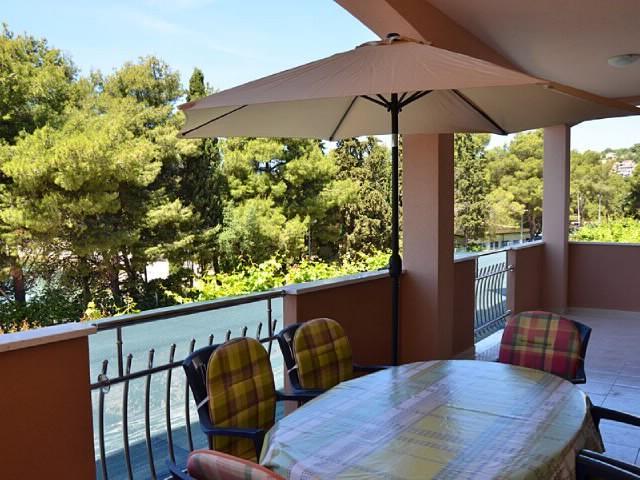 Apartments Magdalena - 44041-A1 - Image 1 - Okrug Gornji - rentals