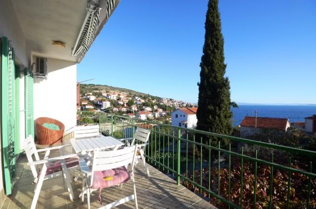 Apartments Mladenka - 44051-A1 - Image 1 - Okrug Gornji - rentals