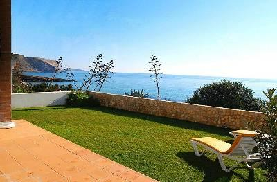 The garden with the Ocean right outside - No 6 Ocean View. Praia da Luz - 25 m from the sea! - Luz - rentals