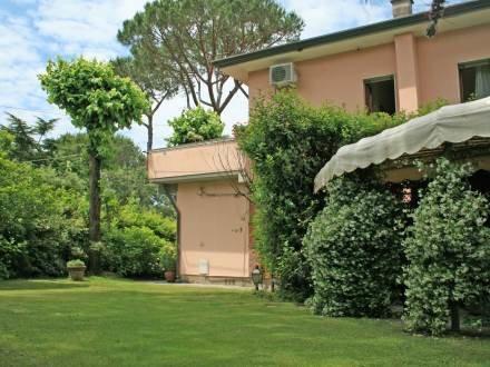 Villa Vincenza ~ RA33890 - Image 1 - Forte Dei Marmi - rentals