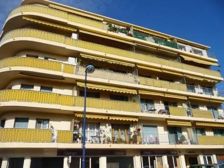 Le 34 Pointcarré 1 Bedroom Rental with a Balcony, Antibes - Image 1 - Juan-les-Pins - rentals