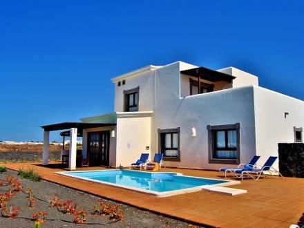 Villas Coral Deluxe 6 pax ~ RA19650 - Image 1 - Playa Blanca - rentals