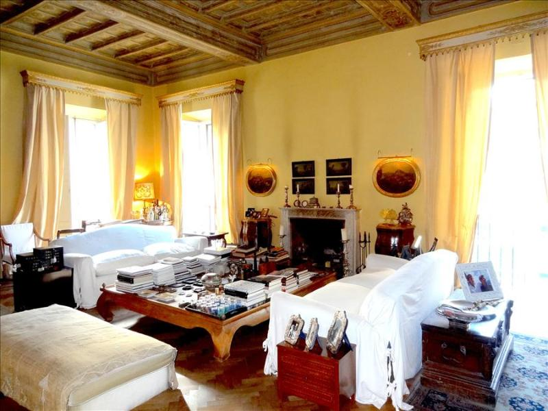 In Rome, an Aristocratic, 3 Bedroom Apartment in an Elegant Historic Palace - Image 1 - Rome - rentals