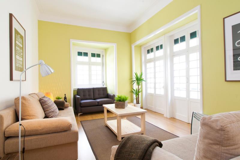 Big Livingroom - CHIADO CITY CENTER 5 ROOMS UP TO 17 GUESTS - Lisbon - rentals