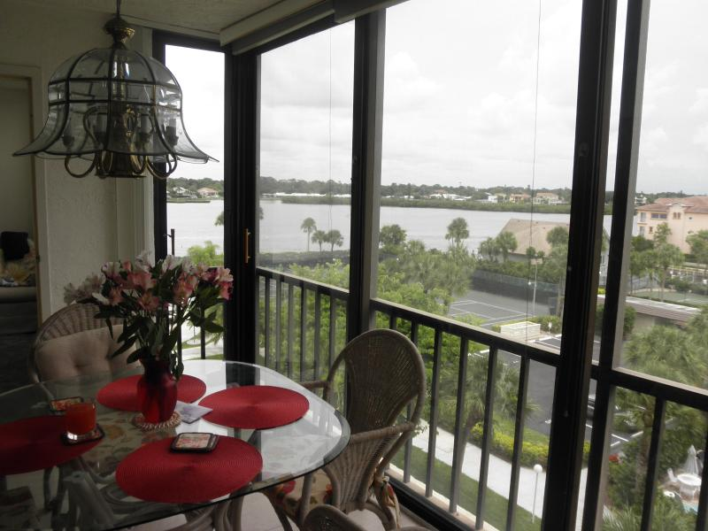 Floor to ceiling windows present nice views - Grand accomdation on USA #1 Beach  - Siesta Key Fl - Siesta Key - rentals