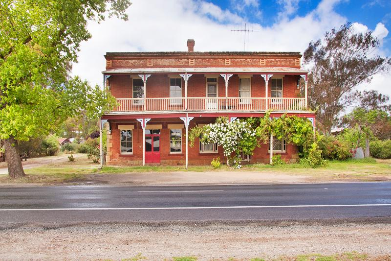 Front of The Diggers Store property - The Diggers Store B&B: self contained 1850s stable - Castlemaine - rentals