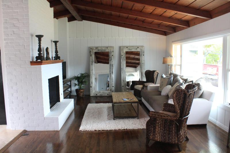 Living Room - Steps to the Sand!! Resort Style Beach House!! - Carlsbad - rentals