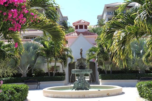 Entrance Court yard - La Vista Azul Resort The real deal B 1-303 - Providenciales - rentals