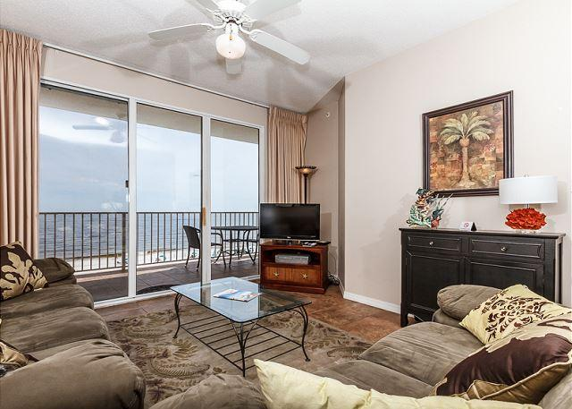 Living Room with a fantastic view - GD 516 - 2bedroom,SLEEPS 8, BEACH FRONT, FREE BEACH CHAIRS, FREE GOLF! - Fort Walton Beach - rentals