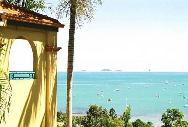 AIRLIE BEACH PENTHOUSE -  right in town centre. - Image 1 - Airlie Beach - rentals