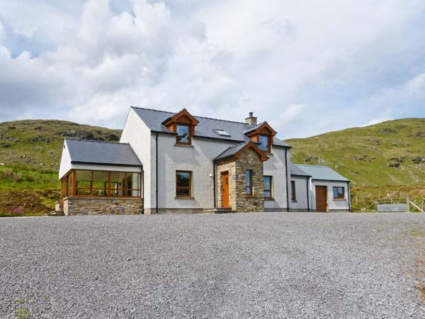 BLUE STACK HOUSE, detached cottage with stunning views, WiFi, en-suite and multi-fuel stove, close Donegal Ref 906503 - Image 1 - Donegal - rentals