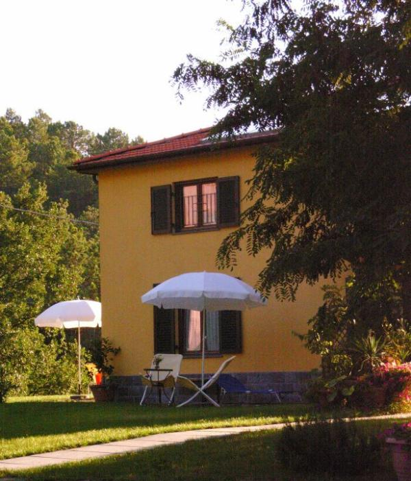 the house is sorrownded by a 700 quare meters garden - Beautiful and elegant studio apartment in Framura - Framura - rentals