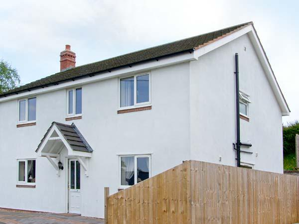 SANDYSTONE COTTAGE, WiFi, patio with hot tub, in Oswestry Ref 913847 - Image 1 - Selattyn - rentals