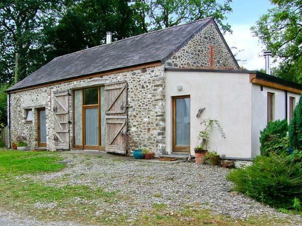 LLWYNBWCH BARN, detached barn conversion, two woodburners, nature reserve on-site, countryside location, near Llansadwrn, Ref 29 - Image 1 - Llansadwrn - rentals