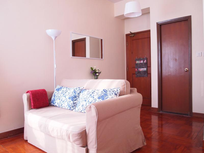 Comfortable pull out sofabed for two - Cute Studio In City Centre Hong Kong - Hong Kong - rentals