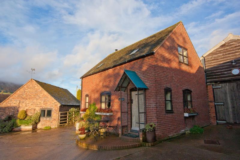 Farmyard family cottage - Image 1 - Coalbrookdale - rentals