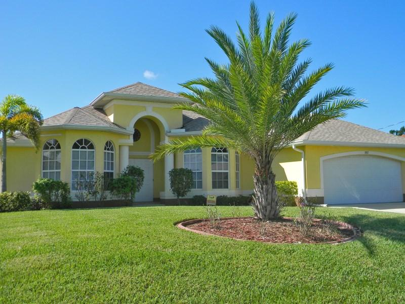 Frontview - Beautiful Villa On The Canal, South Facing, Pool - Cape Coral - rentals