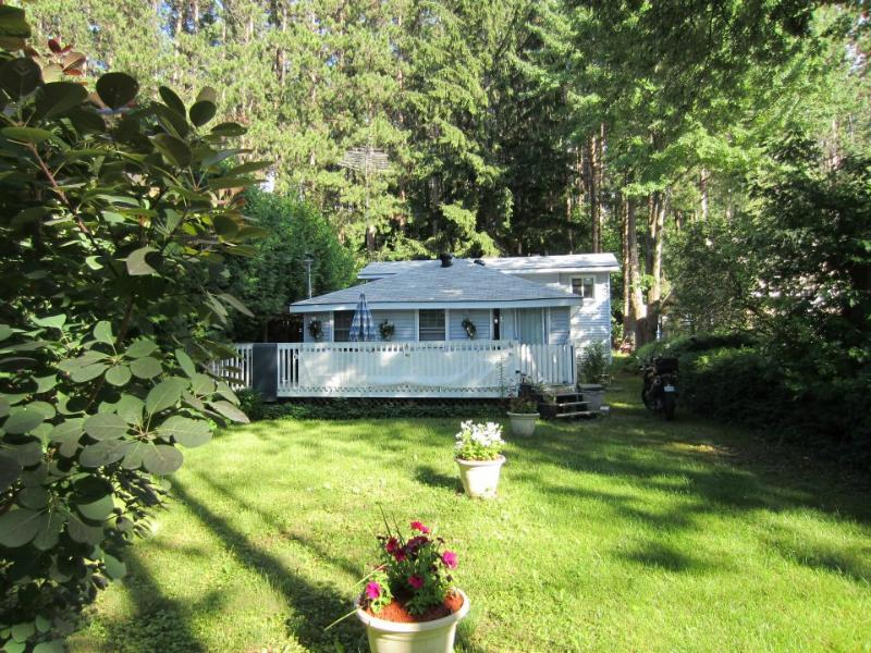 View from road - Summer Cottage for rent near Midland Ontario - Penetanguishene - rentals