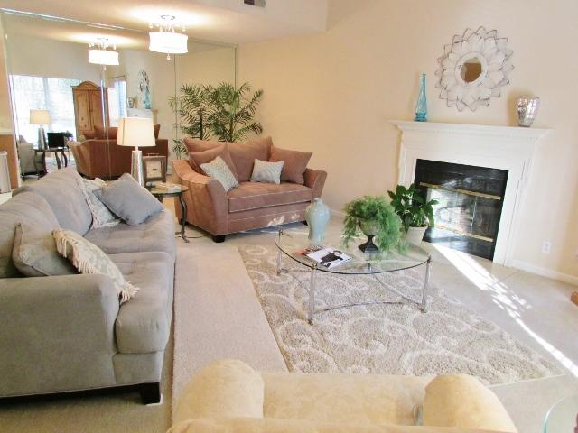 Open and Airy Living room, Very comfortable, vaulted ceilings - *Five Star*  Lovely Home 11-15 minutes to Nashvill - Nashville - rentals