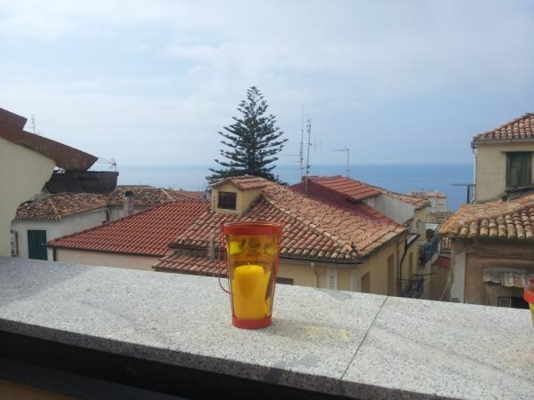 view from the sun terrace over roof tops out to sea - town house apartments  in the historic, medieval centre of sun-soaked Pizzo by the sea - Pizzo - rentals