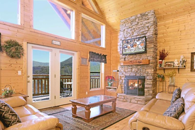 Gorgeous Great Room - Gated, Mountain top on 15 Acres! Spectacular Views - Townsend - rentals