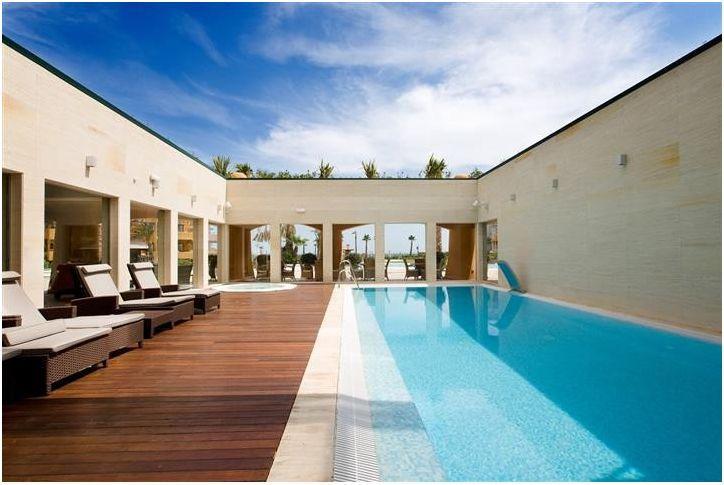 Indoor heated pool Jacuzzi - 3 bed Holiday Flat Beachfront Los Granados del Mar - Estepona - rentals