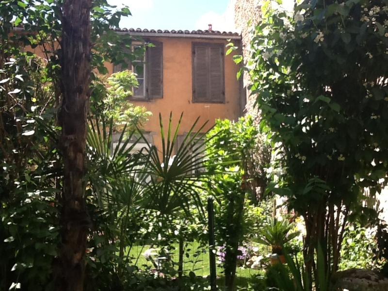 "Court yard - The Petite Jardin Residence ""Rose"" Apartement - Limoux - rentals"