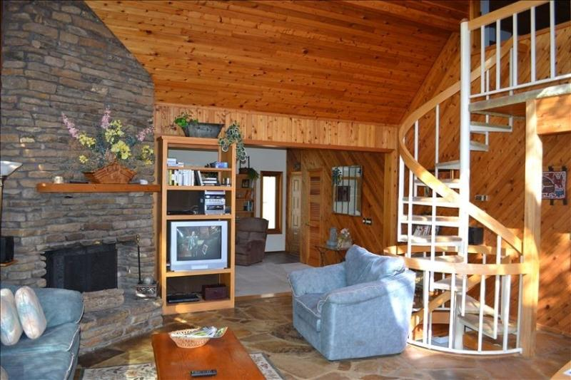 Large cozy family room with real Ozark stone wood-burning fireplace & extended open living room area - 0c06c3c0-76ea-11e3-9954-782bcb2e2636 - Garfield - rentals