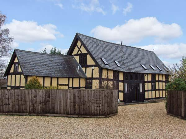 STOCKS BARN, detached barn conversion, woodburner, WiFi, off road parking, garden, in Hereford, Ref 26508 - Image 1 - Hereford - rentals