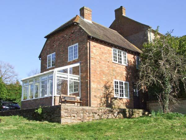 ORCHARD COTTAGE, open fire, AGA, walks from the doorstep, in Ashendon, Ref. 28928 - Image 1 - Aylesbury - rentals