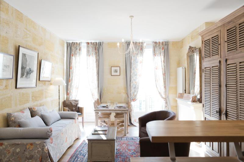 Appartement Bordeaux Centre-ville - Image 1 - Bordeaux - rentals