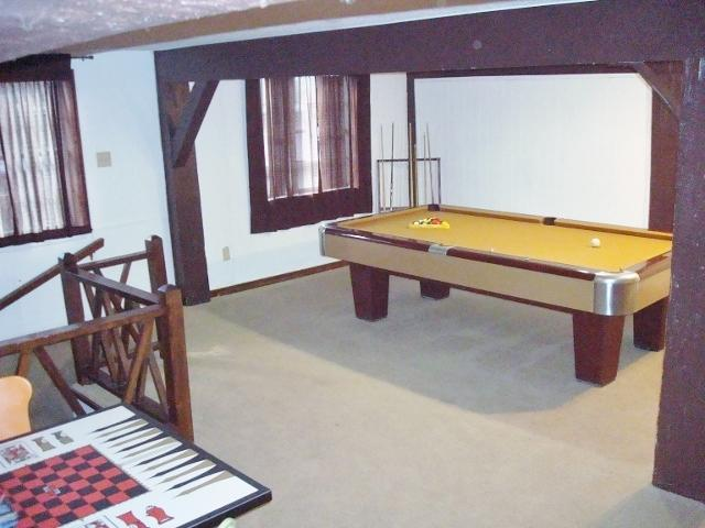4 1/2 x 9 ft. Brunswick Pool Table - Game Room - Groups for: Family, Church, Sports & Spring Breaks - Ruidoso - rentals