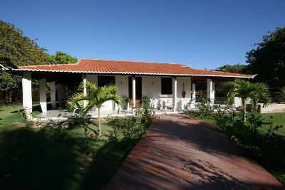 Front view Guest house - Luxury Hidewaway in secluded tropical gardens, - Aracati - rentals