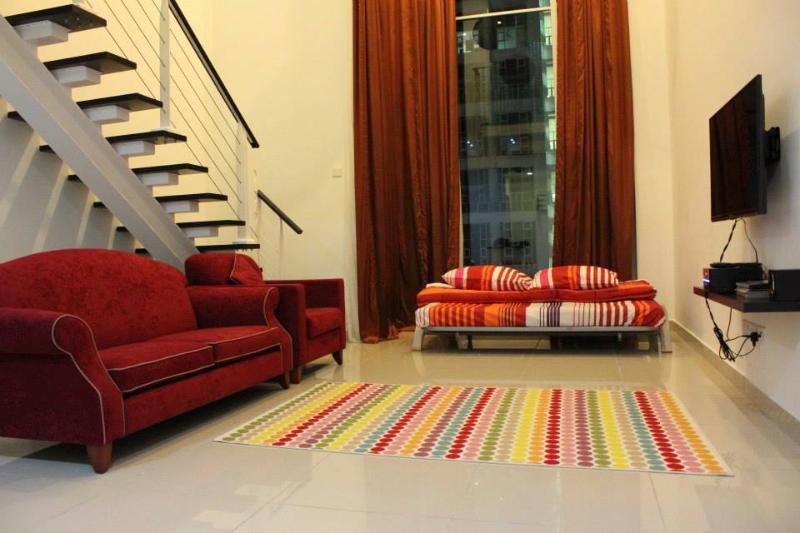 Spacious living area - Duplex with view of Kuala Lumpur Twin Towers - Kuala Lumpur - rentals