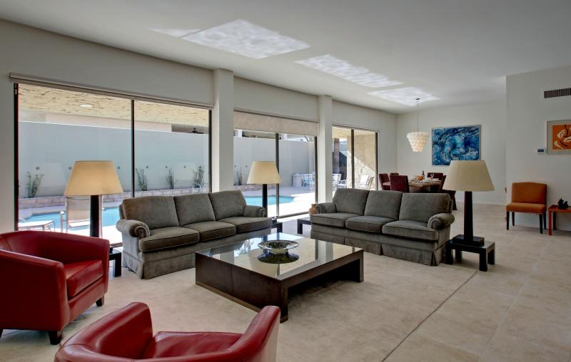 Living Room and Dining Room - MOUNTAIN VIEW SOUTH PALM SPRINGS PRIVATE POOL SPA - Palm Springs - rentals