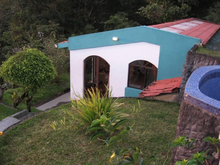 Front entrance - Studio Apartmt. with perfect lake view—guest house - Nuevo Arenal - rentals