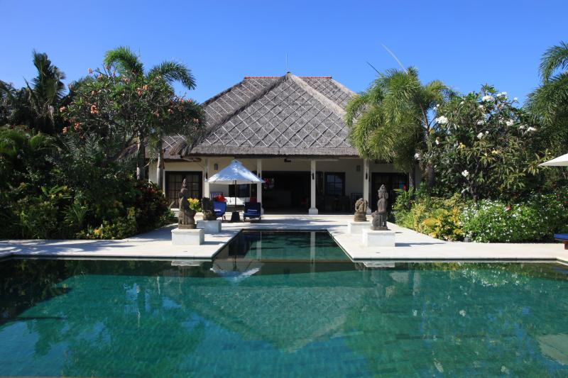 Villa Sali - luxurious beachfront villa with large infinity pool, staff and breathtaking views over de Bali Sea! - Image 1 - Lovina - rentals