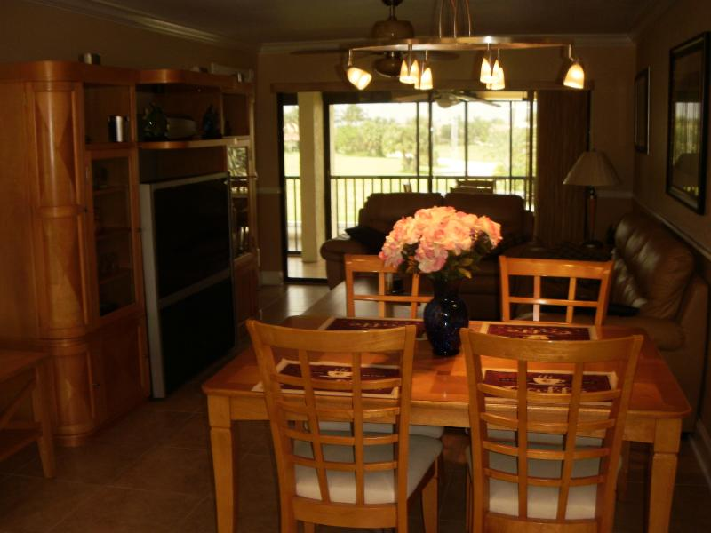 Dining/living room - Beautiful 2/2 waterfront condo with boat dock, poo - Punta Gorda - rentals