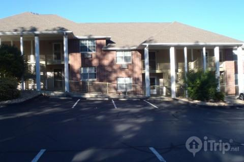 Thousand Hills (The Club) parking lot - The Club at Thousand Hills 2 Bedroom - Branson - rentals