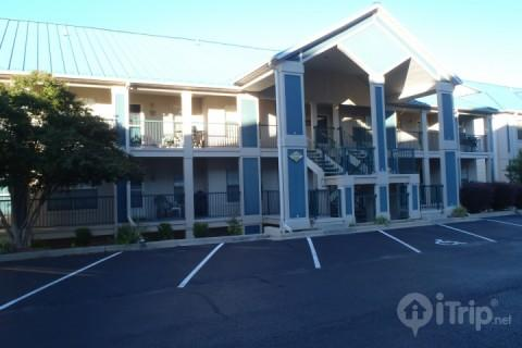 Condo Entrance with Parking - Tablerock Lake 2 Bedroom, ground floor condo just south of Branson. - Hollister - rentals