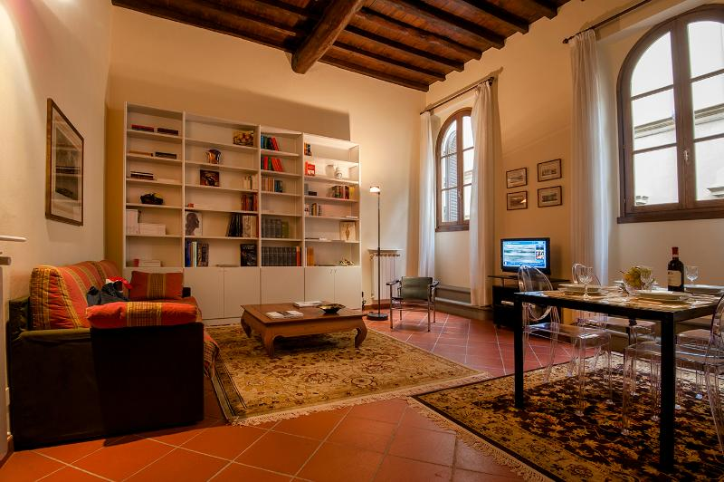 Living Room - Duomo luxury Apartment, Elevator+WiFi (N. 1) - Florence - rentals