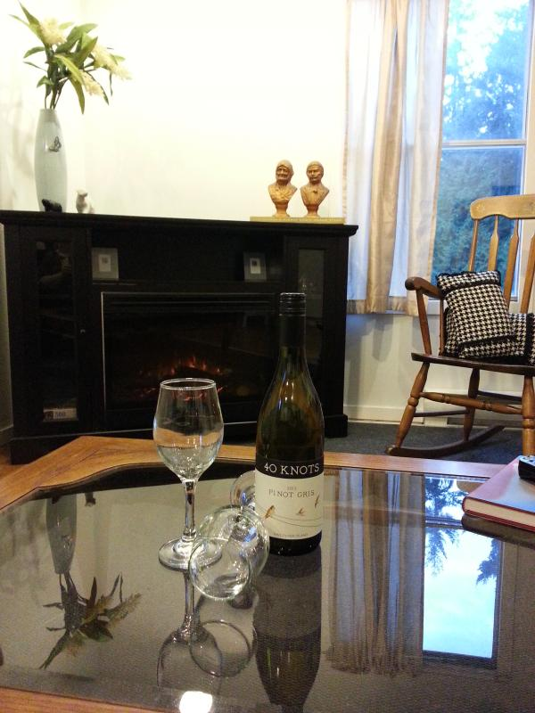 Living area , with 40 Knots Wine , winery just 5 min from The Little Place .. - The Little Place - Comox - rentals
