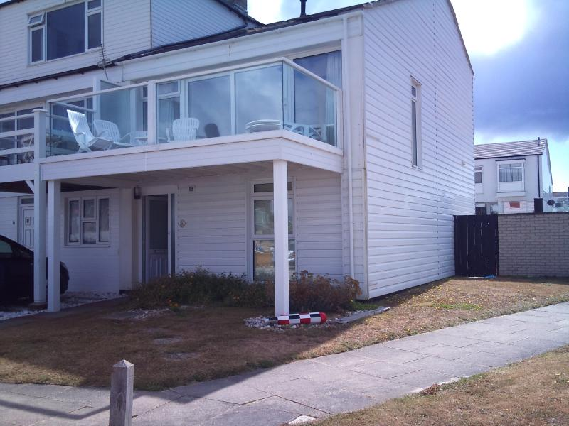 Beach house, great sea view & private beach access - Image 1 - Chichester - rentals