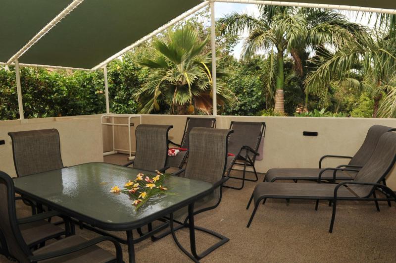 Enjoy your private Lanai adjecent to the estates gardens. - AlohaAKU 5- OHANA Suite, Beachfront, 2BR/2B/LR/Kit - Kihei - rentals