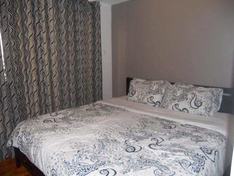 Bedroom with Partition - Cozy Space Near Greenbelt - Patnongon - rentals