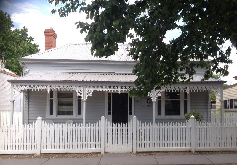 "Hargreaves House Bendigo CBD - Bendigo CBD   Executive 2 b/rm  ""Hargreaves House"" - Bendigo - rentals"